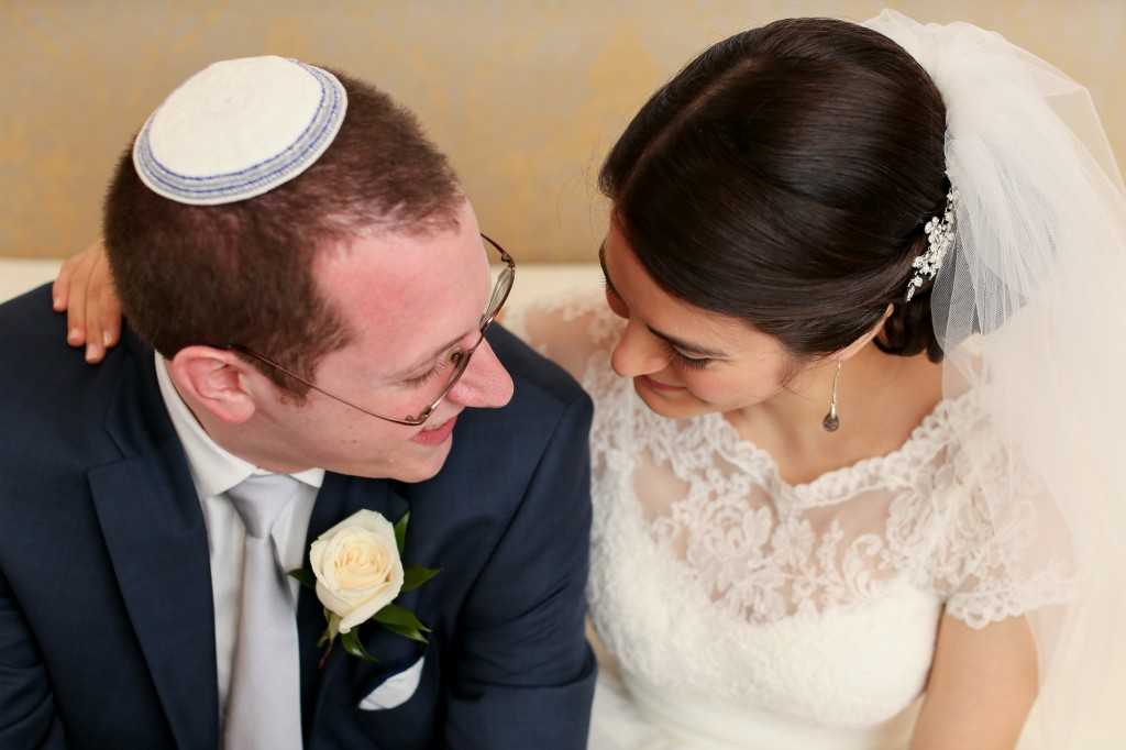 color-pop-jewish-wedding-erinjohnsonphotos-19