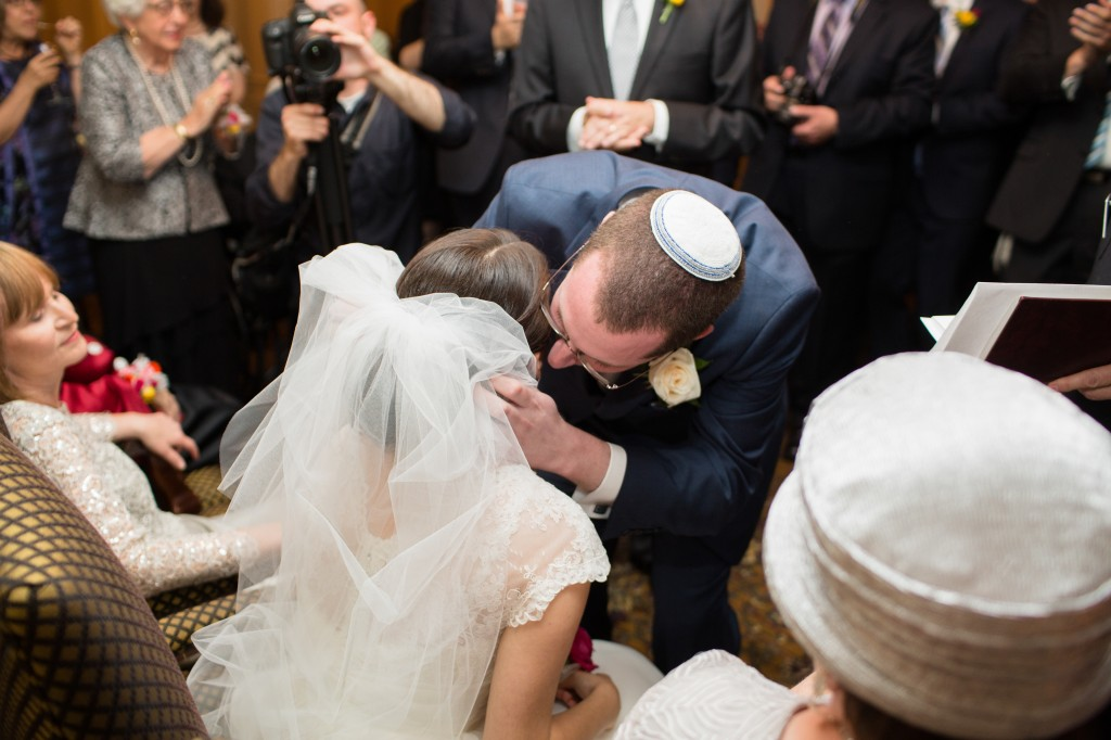 color-pop-jewish-wedding-erinjohnsonphotos-31