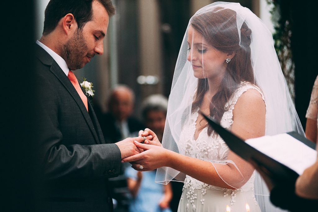 Detailed Filled Rainy Day Jewish Wedding | Julius & James 31