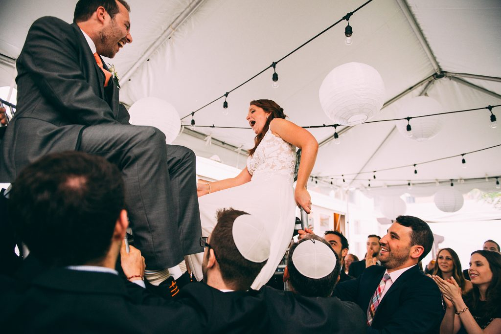 Detailed Filled Rainy Day Jewish Wedding | Julius & James 34