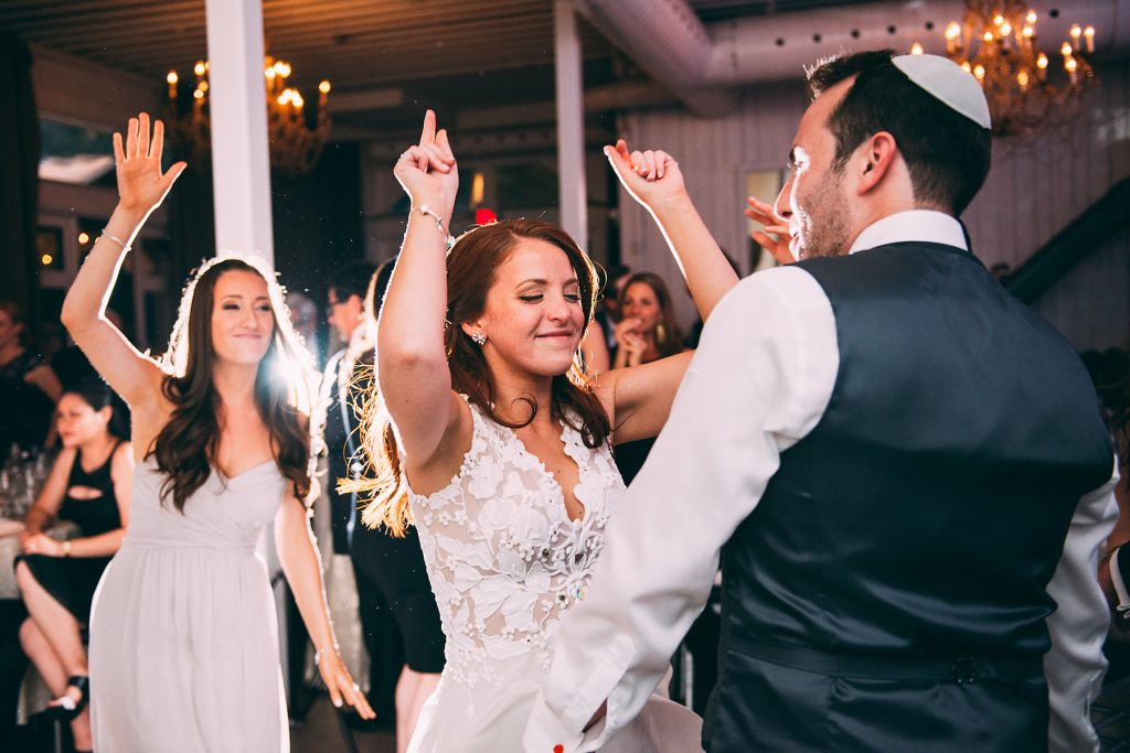 Detailed Filled Rainy Day Jewish Wedding | Julius & James 41