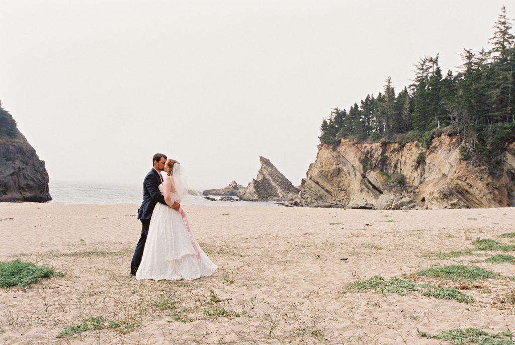 colorful-and-cute-diy-jewish-wedding-joshua-rainey-photos-01