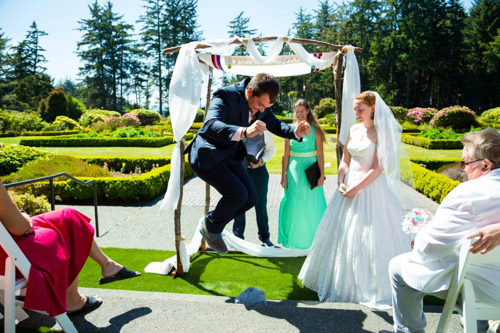colorful-and-cute-diy-jewish-wedding-joshua-rainey-photos-18
